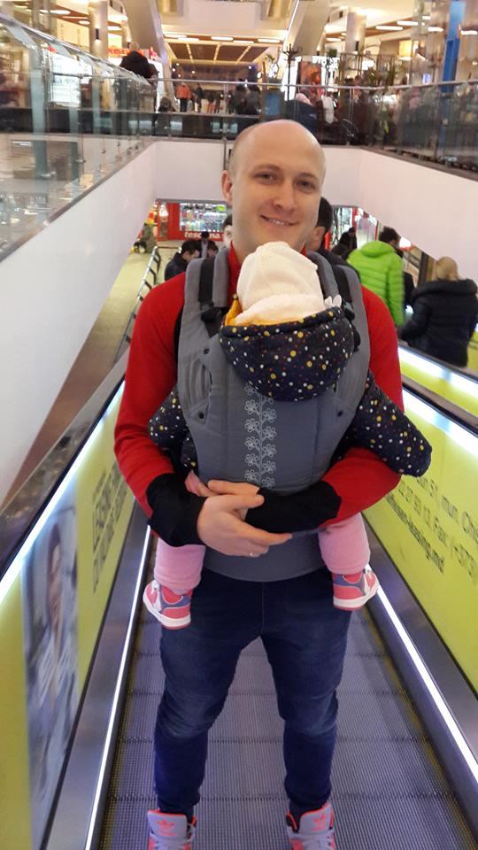 зачем носить ребёнка в слинге