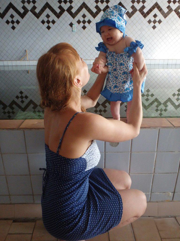 в каком возрасте идти с ребёнком на бассейн