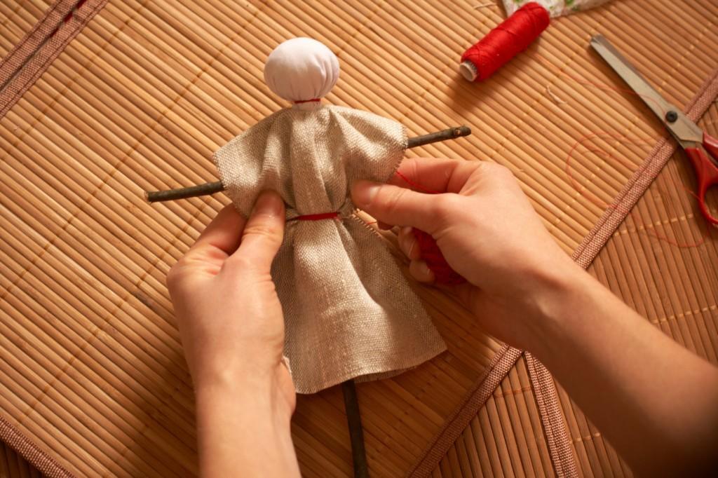 кукла на крестовине