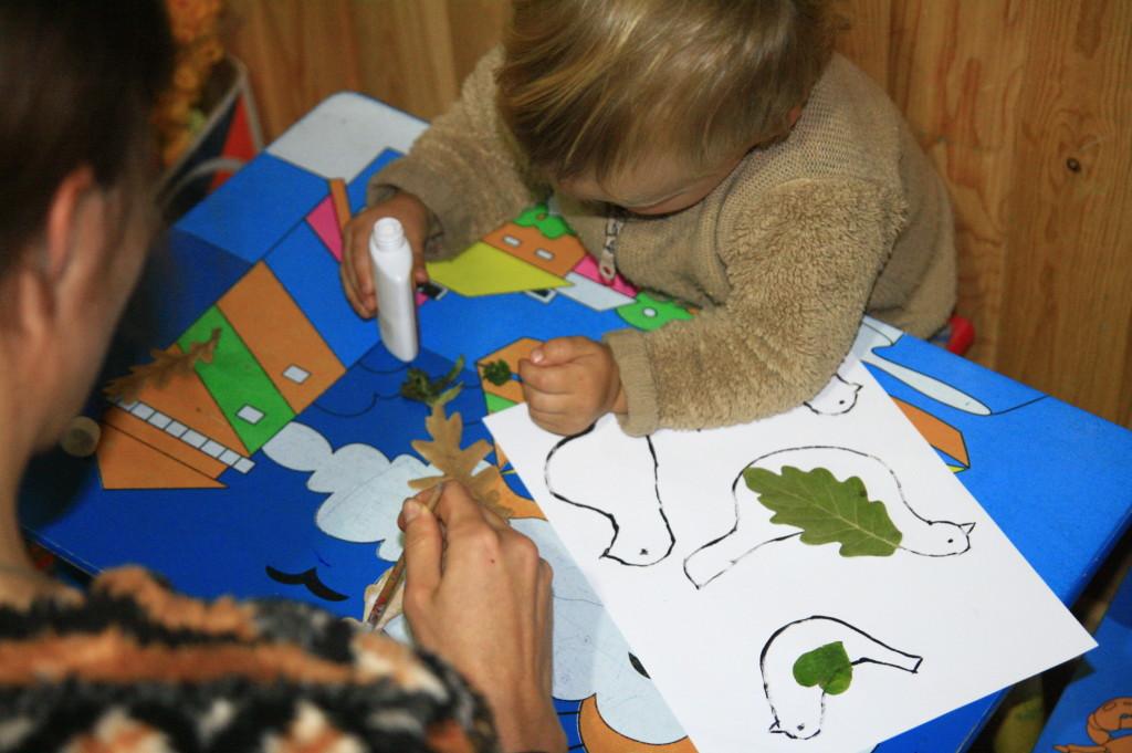 аппликация из сухих листьев на тему птицы, занятия с ребёнком дома