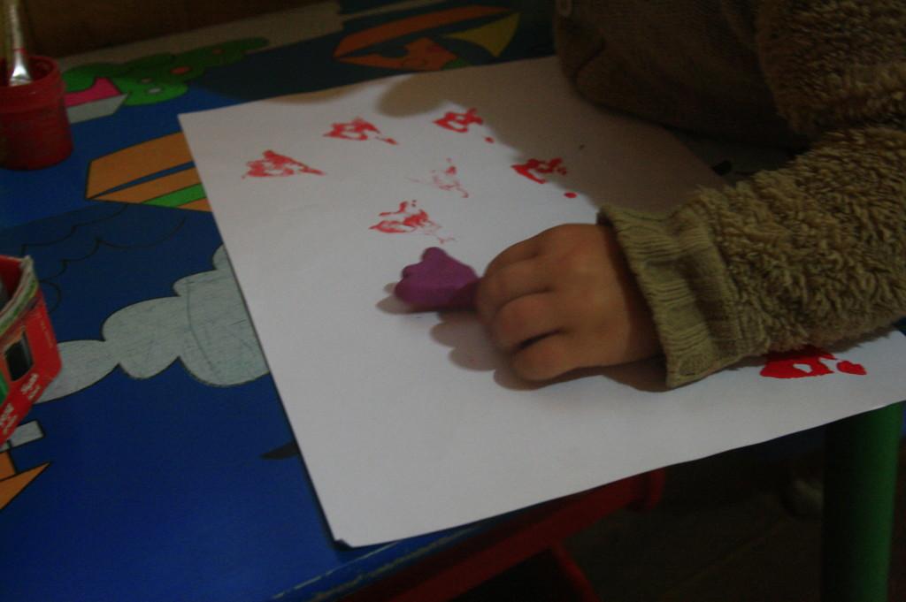 следы утки на бумаге, занятия с ребёнком