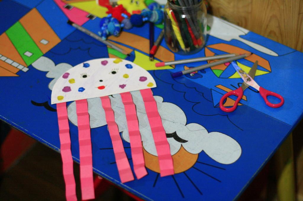 медуза из бумаги, поделки для малышей
