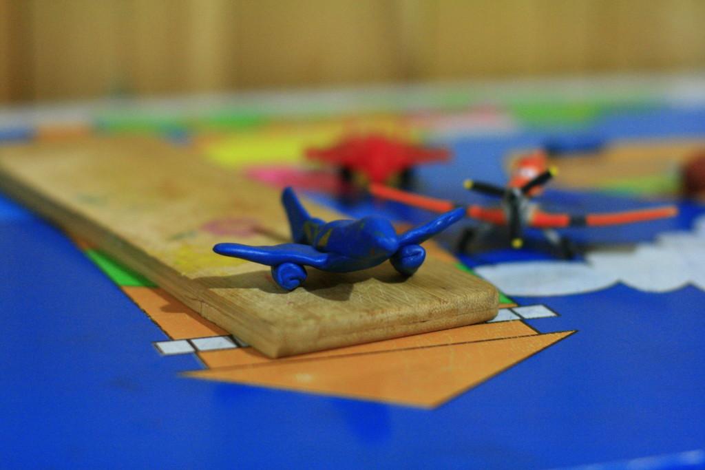 самолёт из пластилина
