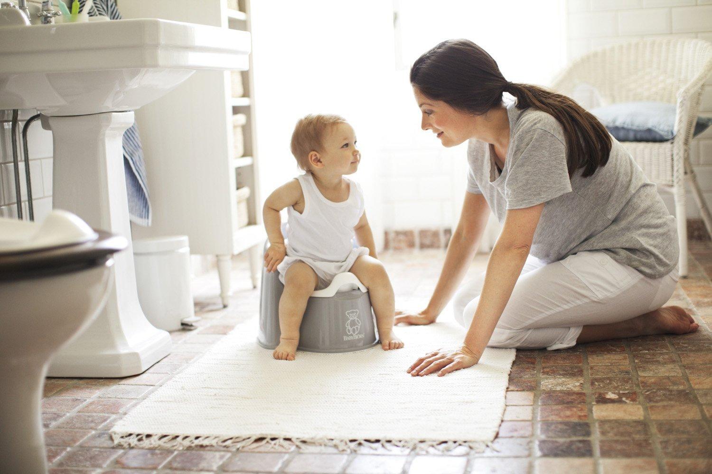как приучить ребёнка к горшку, ребёнок сидит на горшке