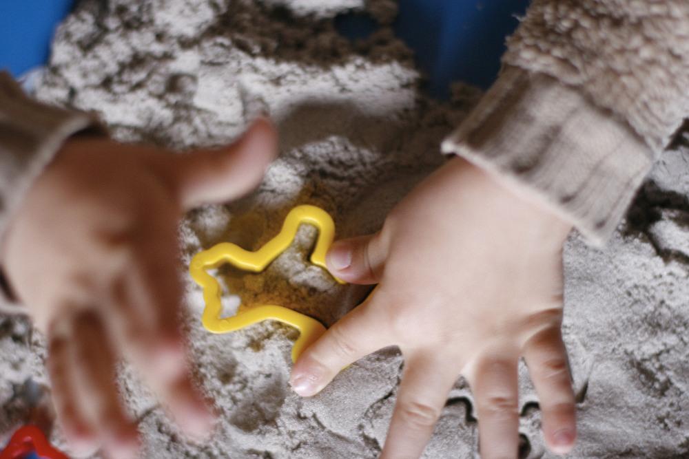 кинетический песок как играть