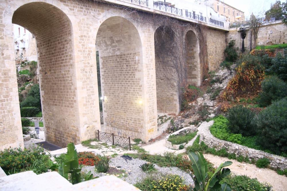 Полиньяно а Маре мост