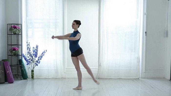 беременная танцует