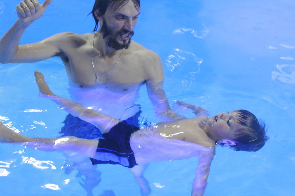 урок плавания с ребёнком