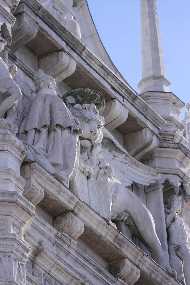 лев с открытой книгой символ венеции