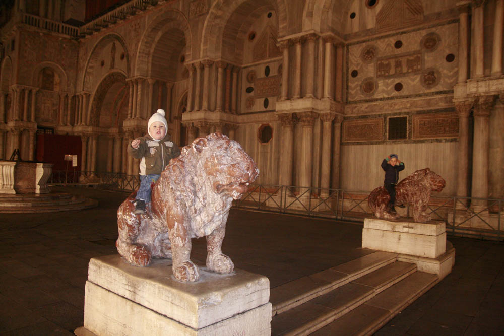 статуя льва венеция