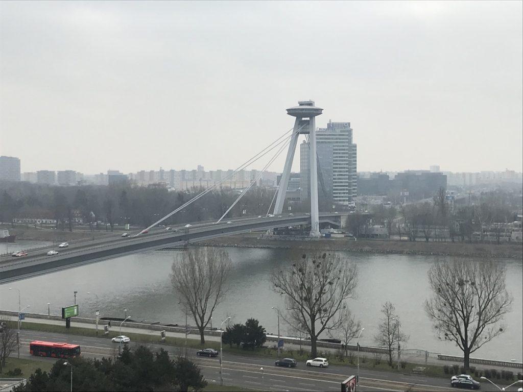 Новый мост, Братислава, башня Уфо